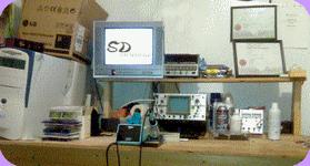 Une photo du plan de travail chez SD électronique probablement aux alentours de 2008.
